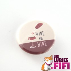 Badge : wine is mine