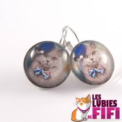 Boucle d'oreille chat : chat gris et son chapeau bleu