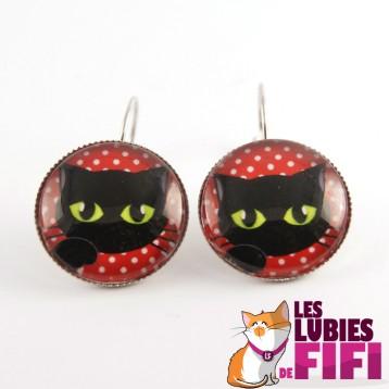 Boucle d'oreille chat : chat noir sur fond rouge à pois