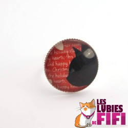 Bague chat : profil chat noir sur fond rouge