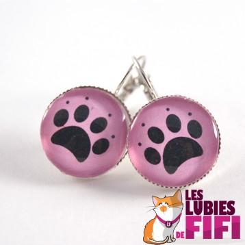 Boucle d'oreille chat : patte de chat sur fond rose