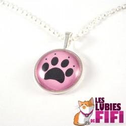 Collier chat : patte de chat sur fond rose