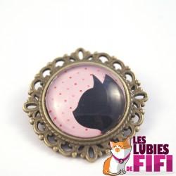Broche chat : profil chat noir sur fond rose