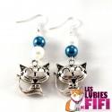 Boucle d'oreille chat : chat kawai bleu et nacre