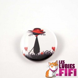 Badge chat : Chat noir et son chapeau rouge