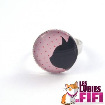 Bague chat : profil chat noir sur fond rose