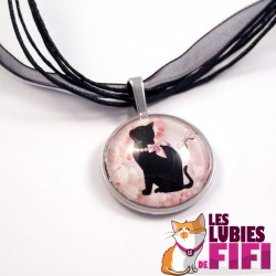 Collier chat : chat noir et son collier de perles