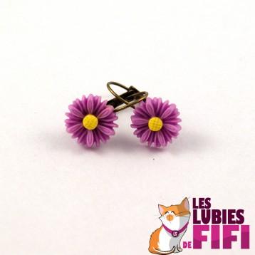 Boucles d'oreille fleurs : fleurs blanches