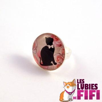 Bague chat : Chat noir et son collier de perles