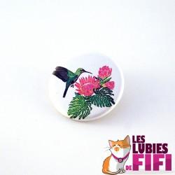 Badge : le colibri et les fleurs roses