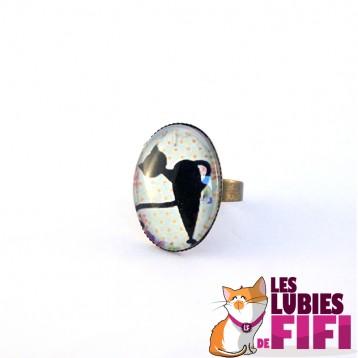 Bague chat : Chat noir sur fond bleu pastel