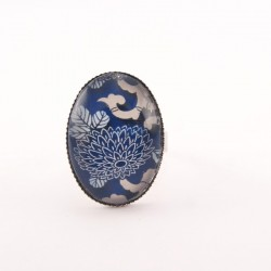 Bague fleur : fleurs japonaises sur fond bleu