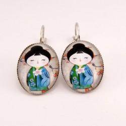 Boucles d'oreille kokeshi : washi et son kimono bleu