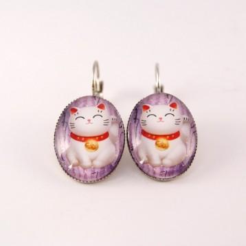 Boucles d'oreille chat : chat maneki neko fond violet